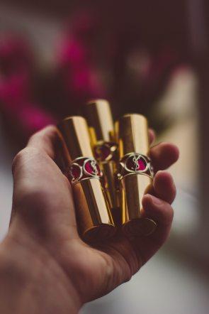 gold-hand-lipstick-90269.jpg